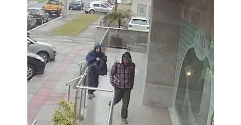 Homens armados assaltaram na manhã desta quinta-feira a Joalheria e Ótica  Eduardo, em pleno Centro ... 2d6b4c4475