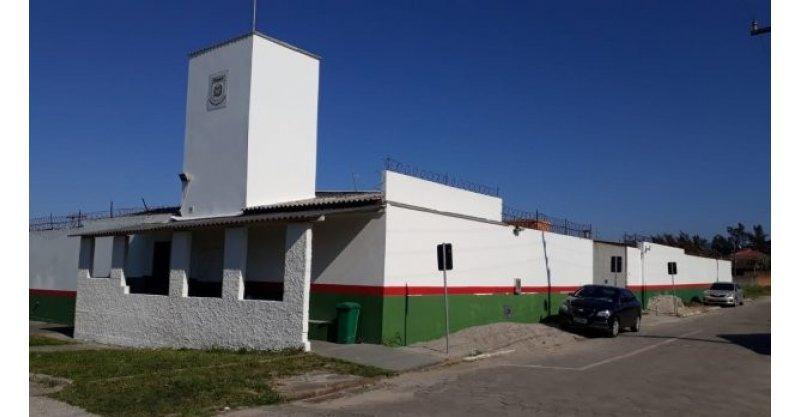 Resultado de imagem para SEGURANÇA  Liminar bloqueia bens de agente penitenciário em Imbituba