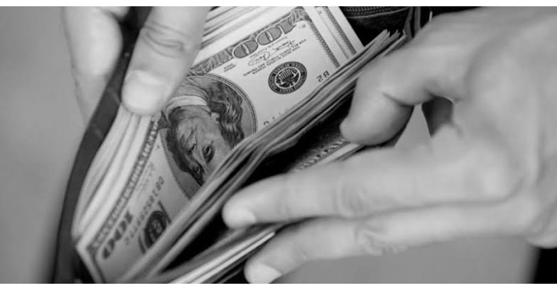 Morador de Imbituba contrata eletricista conhecido no bairro e tem 1.3 mil dólares furtados pelo trabalhador, que confessou o crime - Portal AHora