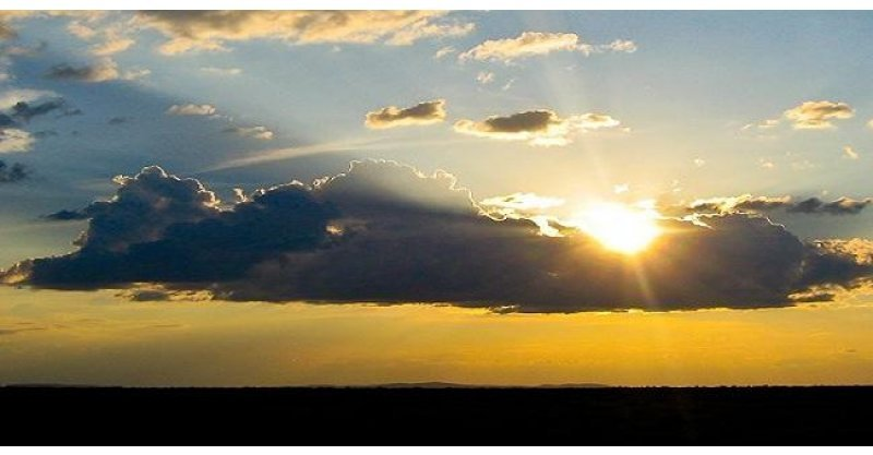 Resultado de imagem para sol entre nuvens