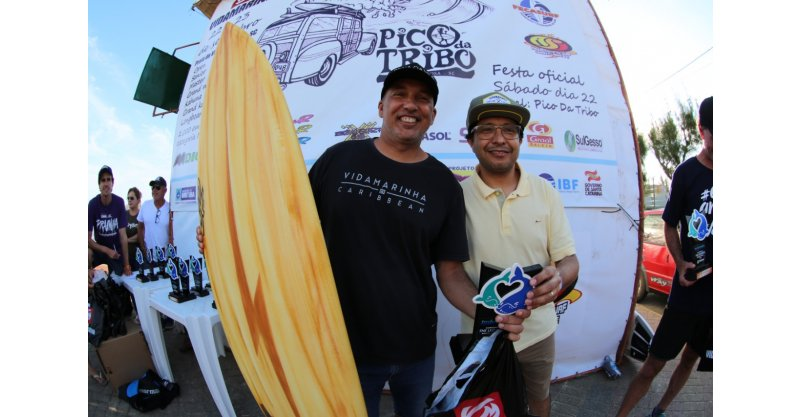 Surfistas de Imbituba se destacam no The Legends, realizado nas ondas da praia da Vila, neste final de semana
