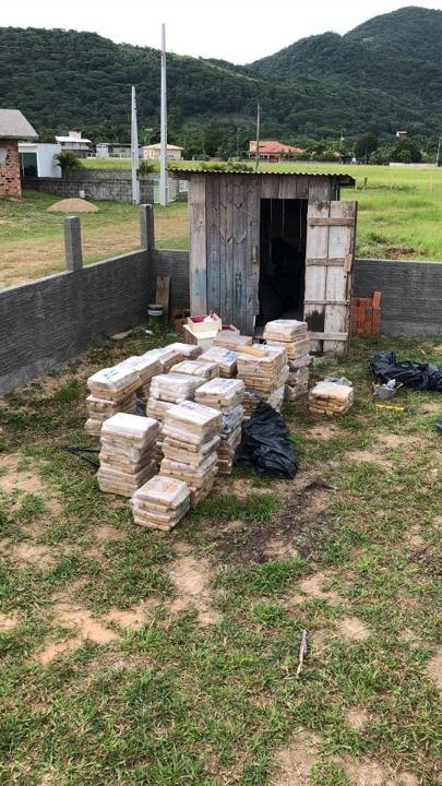 Rancho escondia cerca de 1,5 toneladas da droga