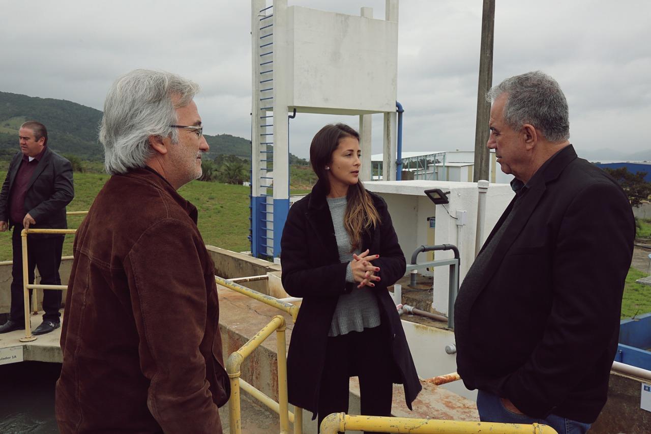 João Batista, Elaine e o prefeito de Tijucas, Eloi Mariano em visita à ETA de Imbituba