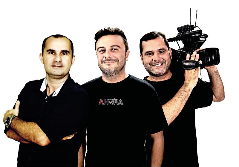Equipe TV Nosso Povo/Portal AHora: Narrador Júlio Carvalho, repórter na quadra Cleber Latrônico e repórter cinematográfico Fabiano dos Santos