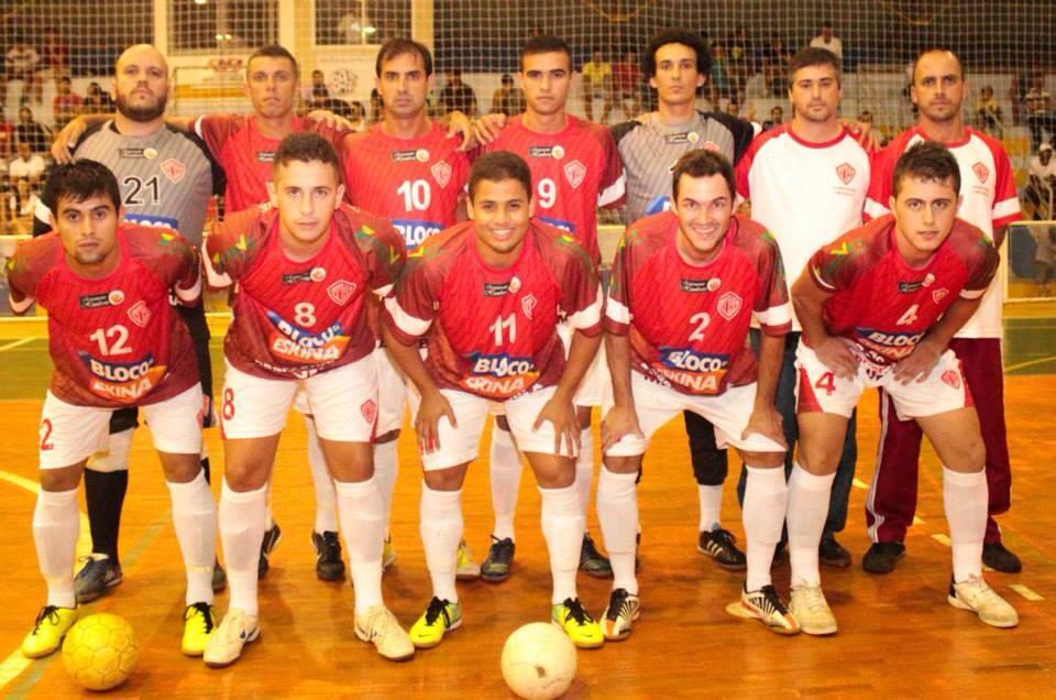 Último em pé na foto do vice de 2016, Cesinha terá quase o mesmo time da Vila para trabalhar em 2018